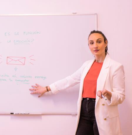 Paula Cabal psicóloga y formadora